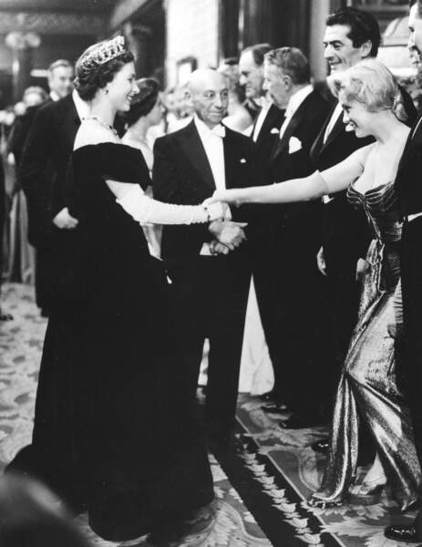 En 1956, deux stars au somment : ElisabethII face à Marilyn Monroe
