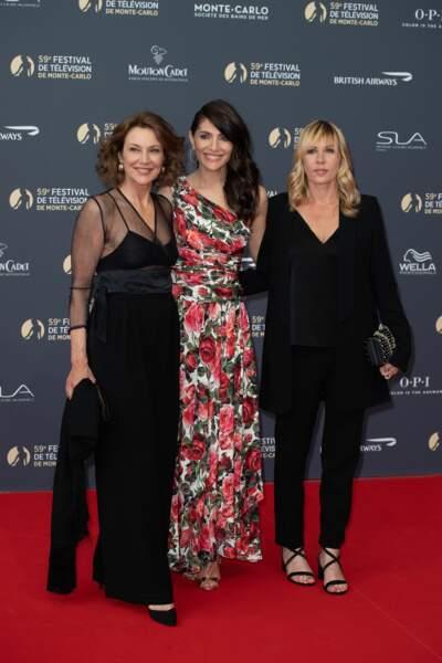 Entre Valeria Cavalli, Caterina Murino et Mathilde Seigner, c'est un concours d'élégance