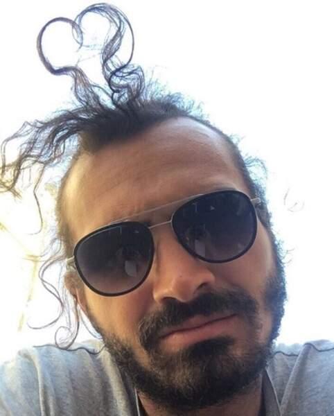 Allez, zou. On vous envoie du love, y compris avec les cheveux de Maxime Musqua.