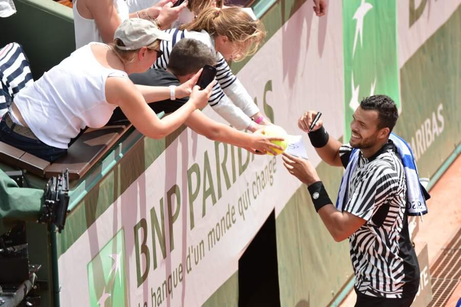 Il n'y a pas que les enfants qui veulent des autographes de Jo-Wilfried Tsonga