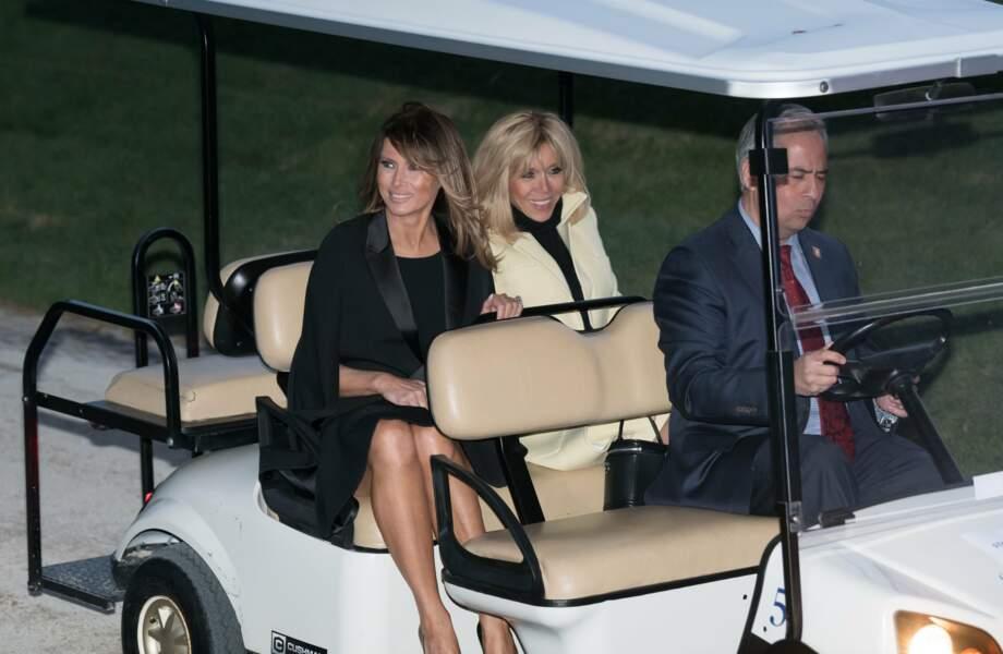 Balade en voiturette pour deux premières dames complices et souriantes !