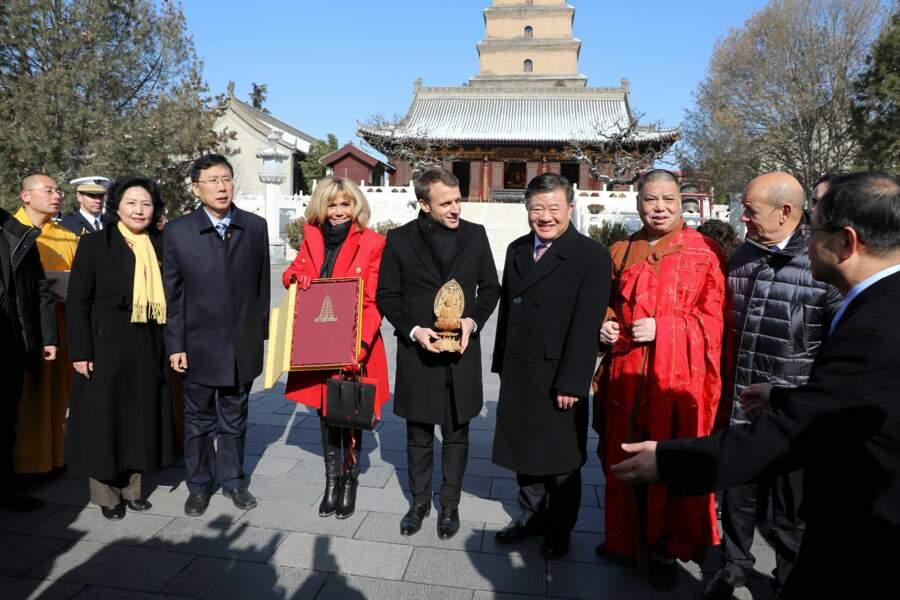 En compagnie du ministre des Affaires étrangères, le couple présidentiel a eu l'air enchanté de cette visite
