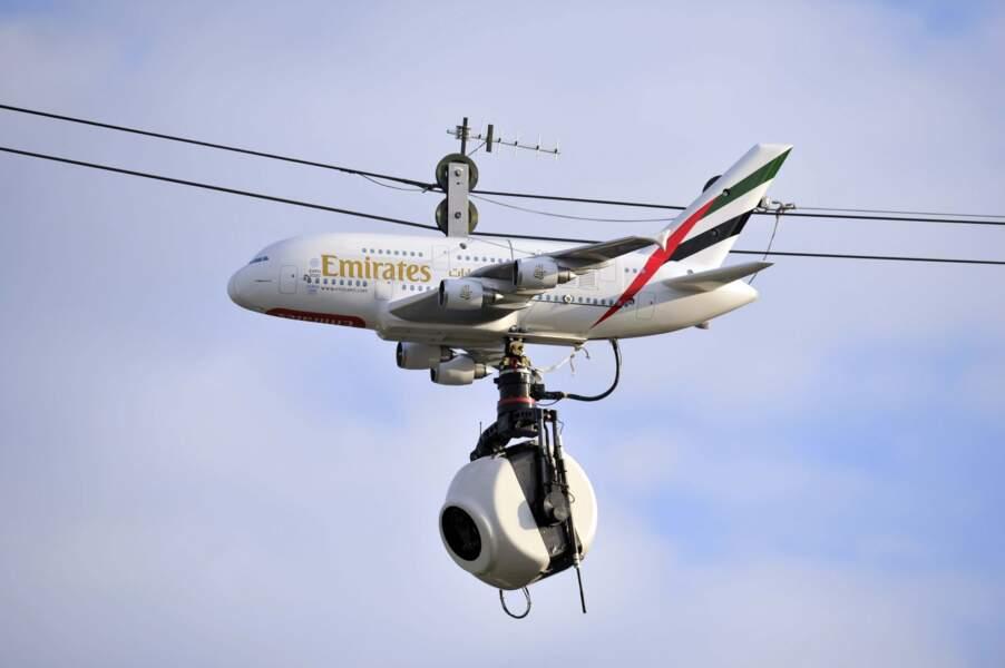 Pendant ce temps là, un avion espion vole au dessus de Roland Garros...
