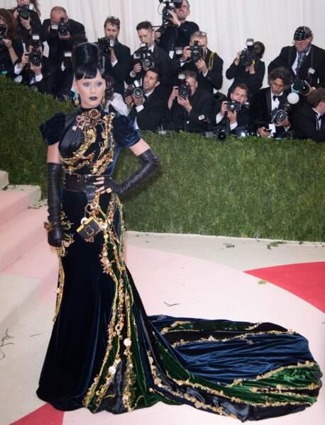Katy Perry mé-co-nai-ssa-ble.