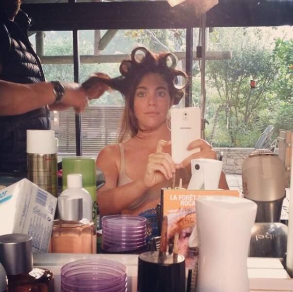 La jeune a tenté de nombreux styles capillaires et est passée maîtresse en l'art du selfie chez le coiffeur...