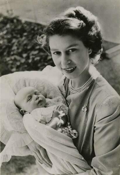Après Charles en novembre 1948, Elisabeth accueille Anne, son unique fille, en août 1950