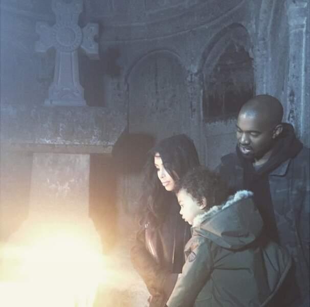 Pendant ce temps, Kim Kardashian fait découvrir l'Arménie à sa petite North et Kanye West