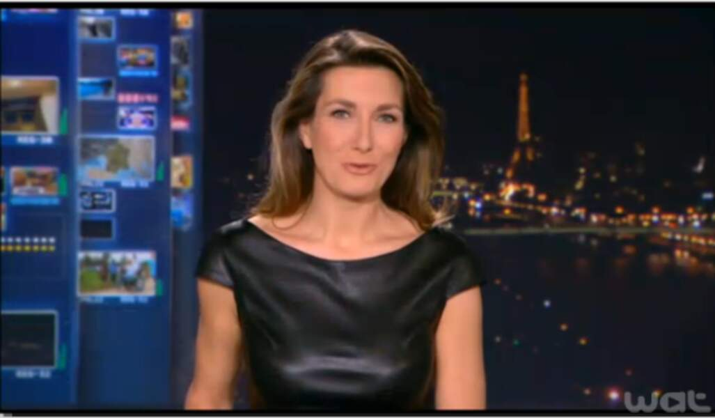 Sexy en cuir, Anne-Claire Coudray ose tout !