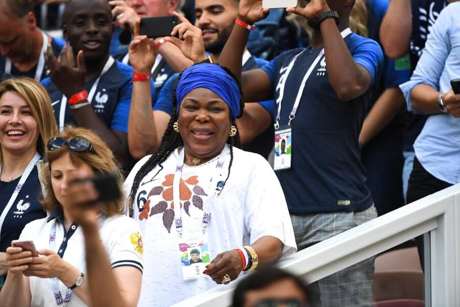La mère de Paul Pogba, Yeo, et son foulard aux couleurs de la France