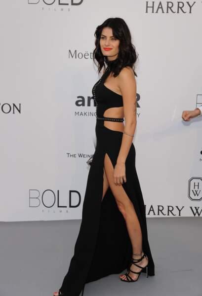 Isabei Fontana, ultra-sexy, lors du Gala de l'AmfAR