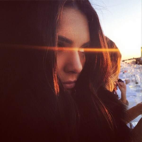 Kendall Jenner profite du coucher de soleil italien.