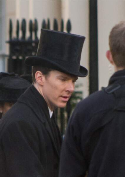 Benedict Cumberbatch portant un chapeau haut de forme... la série ferait-elle un retour vers le passé ?