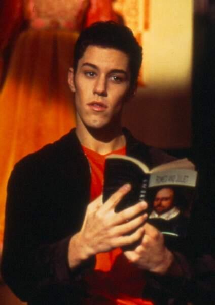 Qui se souvient de la série des années 2000, Le Loup-Garou du Campus ? On y retrouve le loup Tommy (Brandon Quinn).