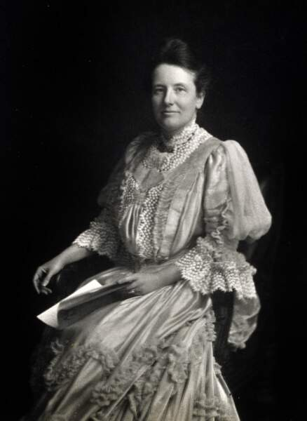 Edith Roosevelt, femme du 26è président (1901/1909) est la première à avoir eu son propre staff à la Maison Blanche