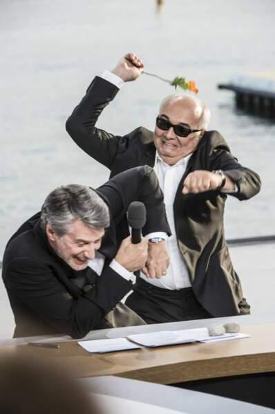 """""""Tiens, prends ça Antoine de Caunes"""". Pas content, Gérard Jugnot..."""