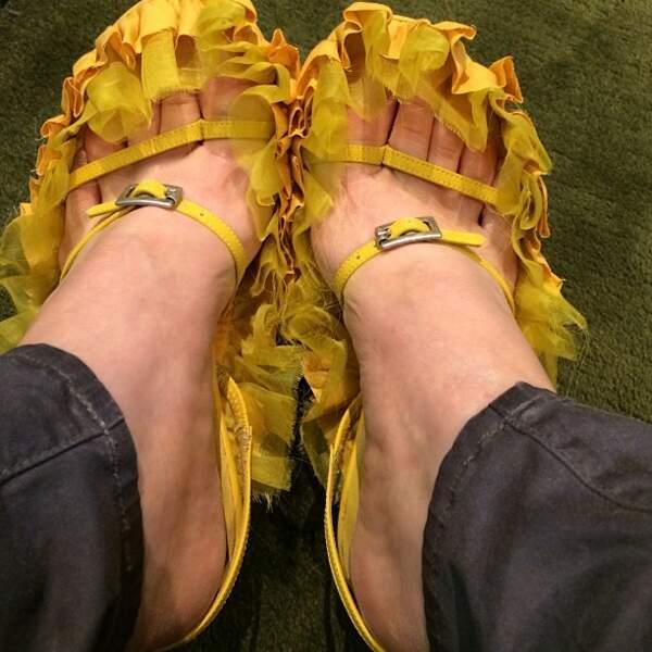 Et que dire de ces chaussures plus qu'originales ? Oui, elle sont cools