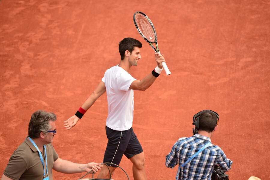 Novak Djokovic salue son public