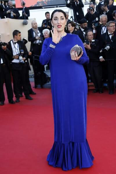 Robe bleue façon rideau pour Rossy de Palma... Pas top !