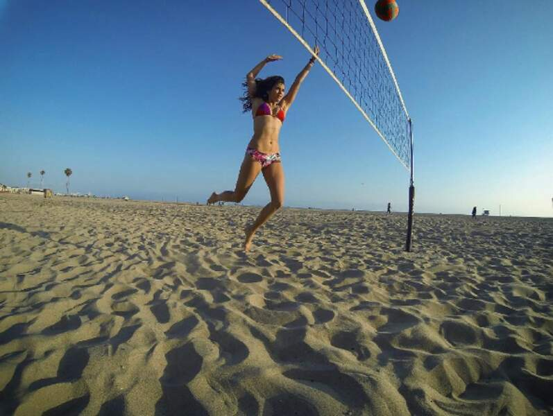 Nina Dobrev continue sa vie de rêve en mode sea, beach and fun