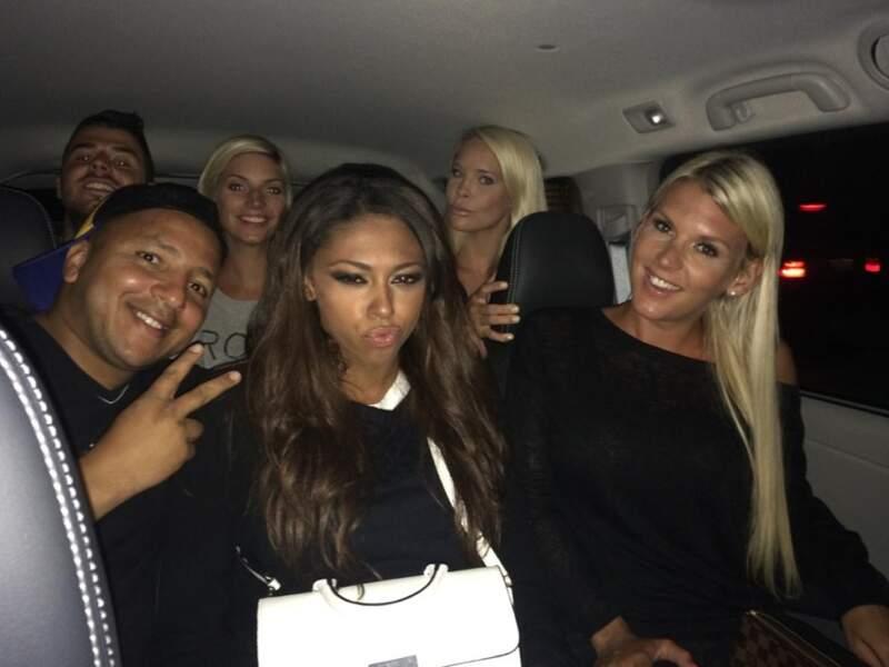 Elle a même envoyé une photo d'elle avec des acteurs d'Hollywood Girls comme Kamel et Nadège entre autres...