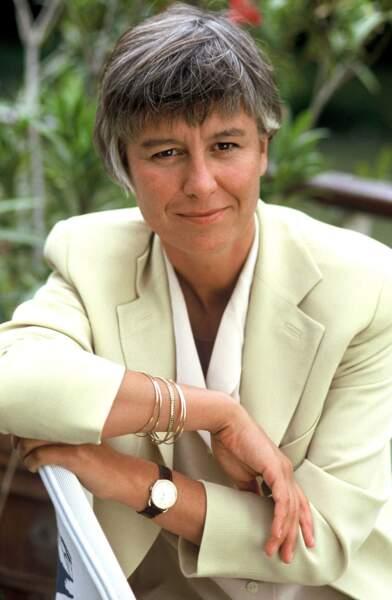 """1994 : Annie Lemoine, déjà cheveux courts et gris, participe à """"Combien ça coûte"""" (TF1)..."""