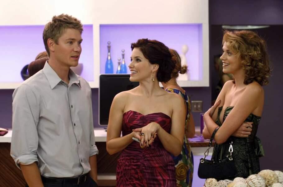 Elle débarque ensuite dans la série Les frères Scott : elle y incarne la belle Brooke Davis
