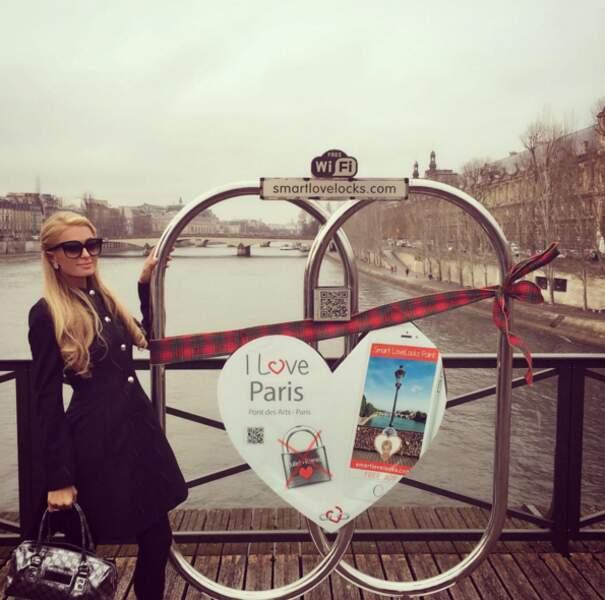 Paris Hilton sur le Pont des Arts