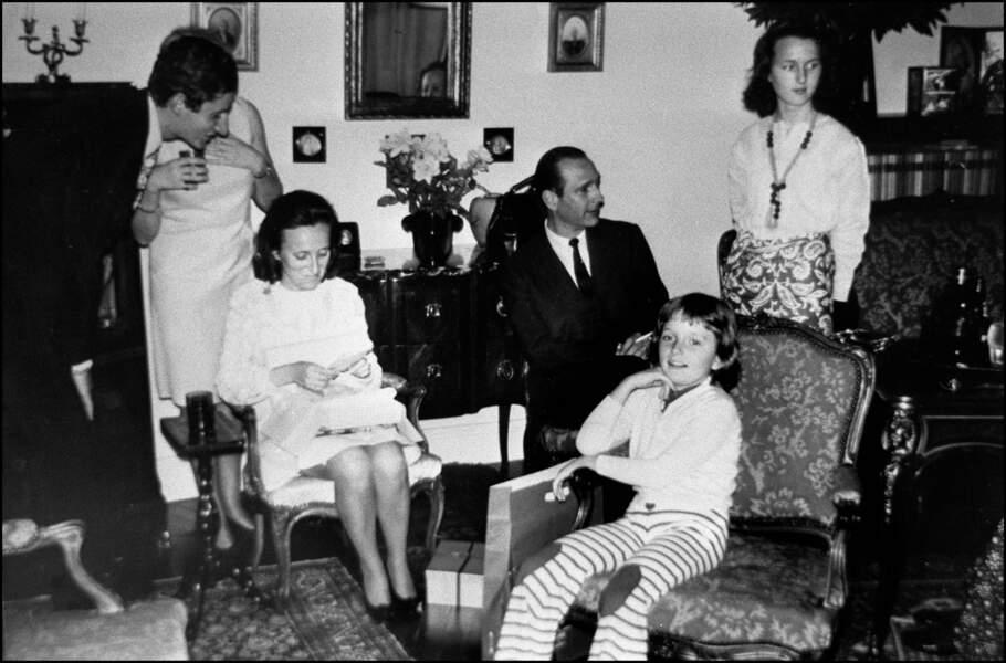 Les Chirac en compagnie de Laurence (à droite) et Claude (devant) dans les années 1970