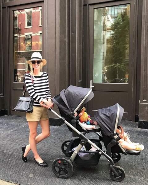 Avec deux enfants, on est tout de suite plus chargé. N'est-ce pas Nicky Hilton ?