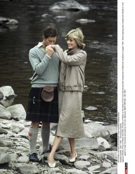 Après les îles en bateau sous le soleil, le couple poursuit sa lune de miel estivale à Balmoral en Écosse