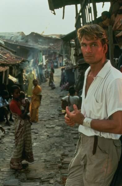 Il y joue le rôle de Max, un chirurgien qui, après l'échec d'une opération, part en Inde.
