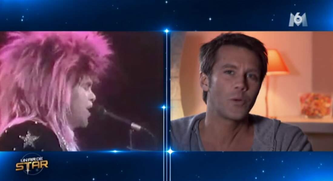 Changement de look hier soir. Le Prince doit s'installer au piano pour prendre la place d'Elton John...