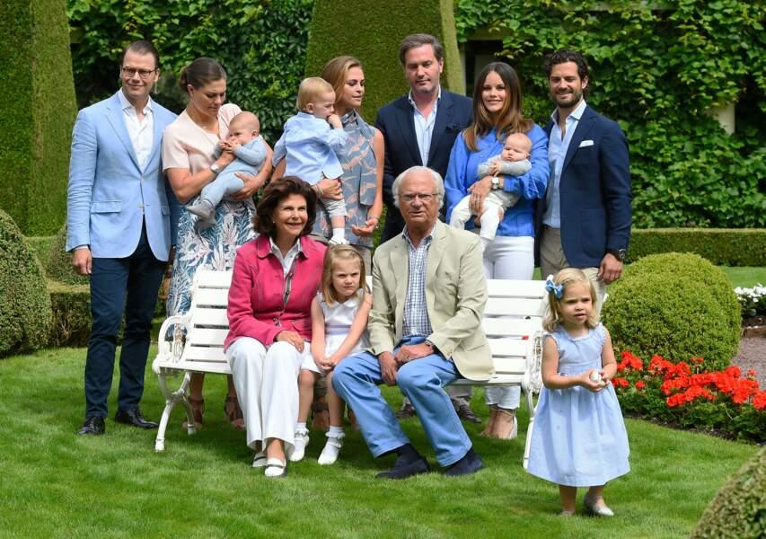 En juillet, c'est l'occasion de poser avec la famille Bernadotte au grand complet