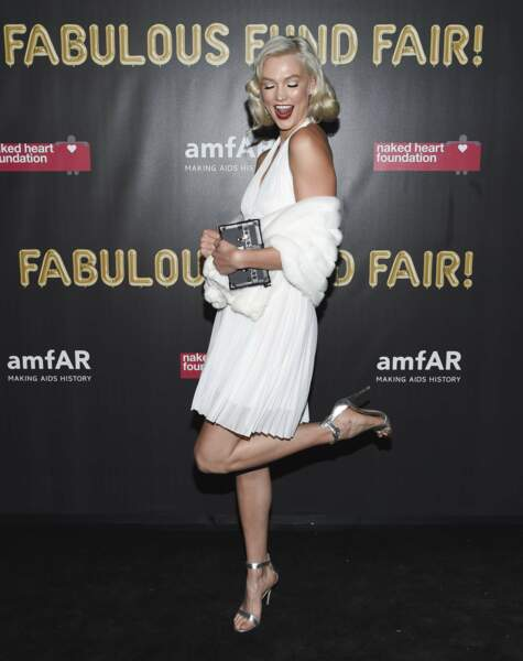 Karlie Kloss s'est prise pour Marylin Monroe au gala Naked Heart Foundation et amfAR Fabulous Fund à New York