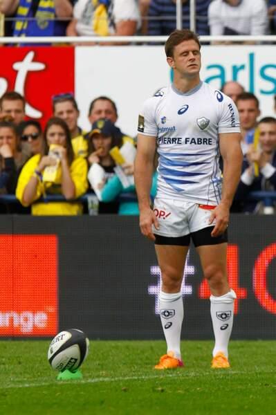 Rugby : Rory Kockott (Castres) cherche l'inspiration (ou sent l'odeur d'une portion de frites dans les gradins ?)