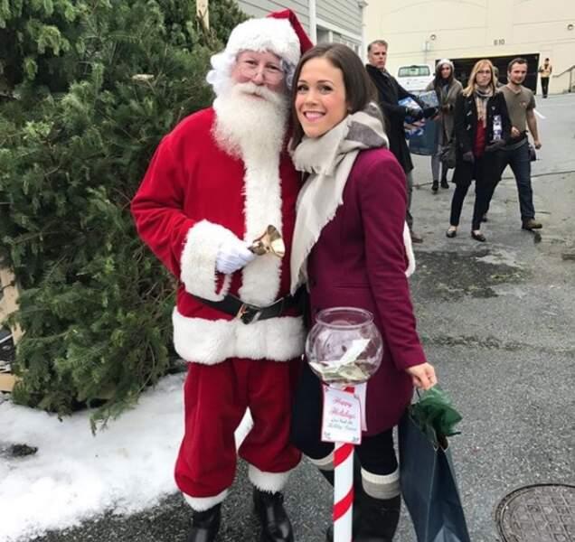 Comme elle tourne des téléfilms de Noël, c'est un peu Noël toute l'année pour Erin Krakow