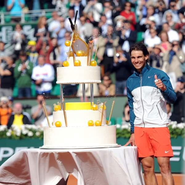 Un si beau gâteau alors qu'il ne pourra même pas le manger... Quel gâchis !