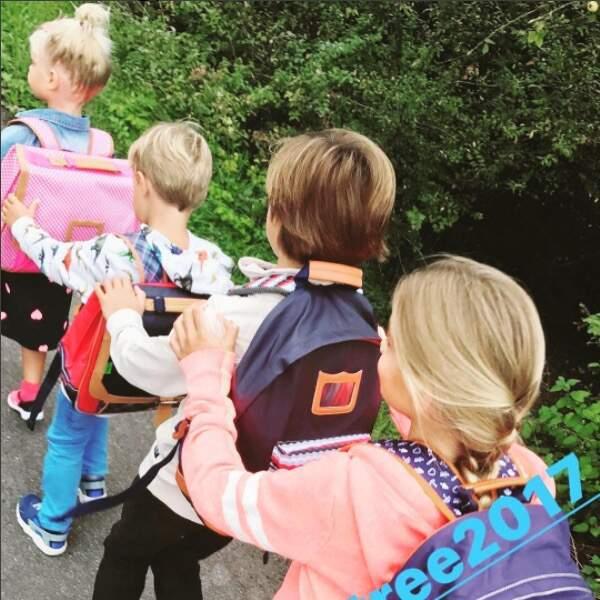 C'est à la queue leu-leu que la petite tribu d'Elodie Gossuin a pris le chemin de l'école. Adorable !