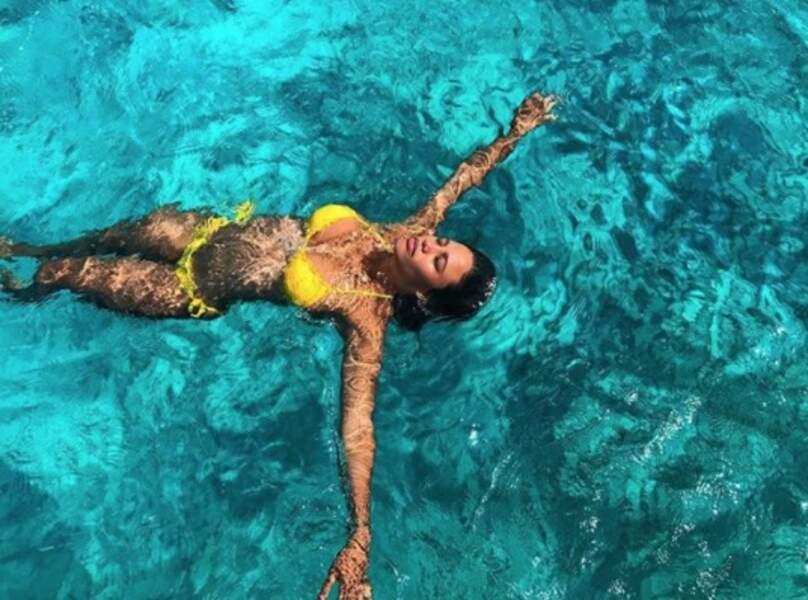 Jessica Ledon a tenté de faire l'étoile de mer à Ibiza.