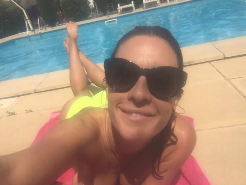 Eve Angeli est sympa : elle a félicité les nouveaux bacheliers... avec un petit cliché depuis la Corse