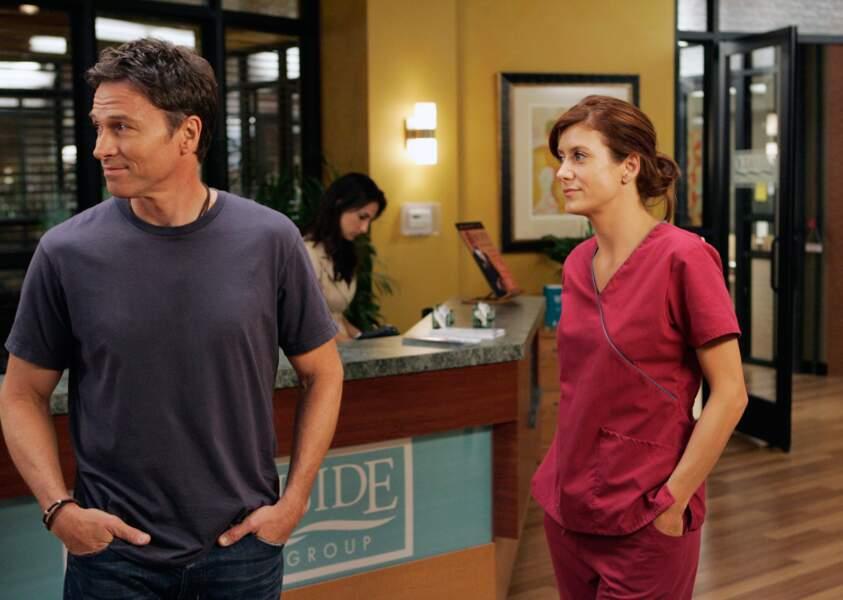 Shonda Rhimes lui offre le premier rôle d'une série dérivée, Private Practice, qu'elle tient six saisons durant