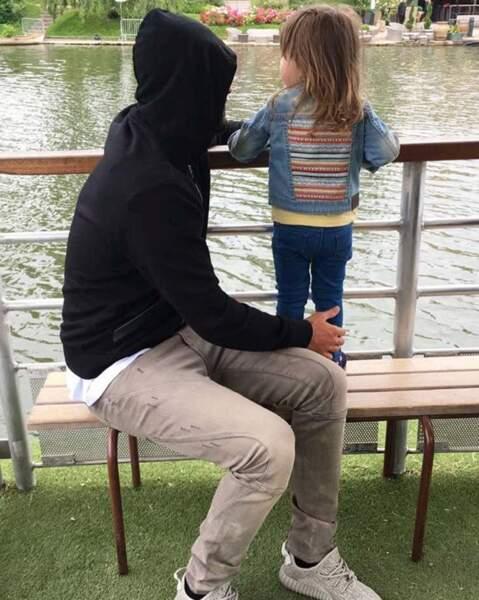 … et pause tendresse avec sa petite Mélia, âgée de 2 ans