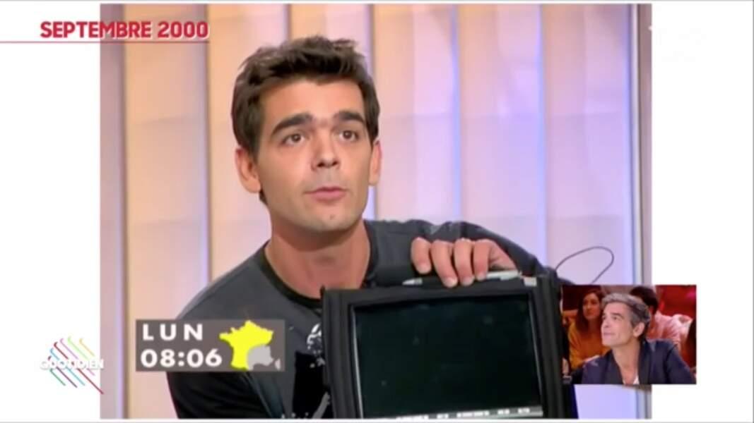 """Xavier de Moulins en 2000 sur le plateau de """"Nulle part ailleurs"""" sur Canal+, sa première apparition."""