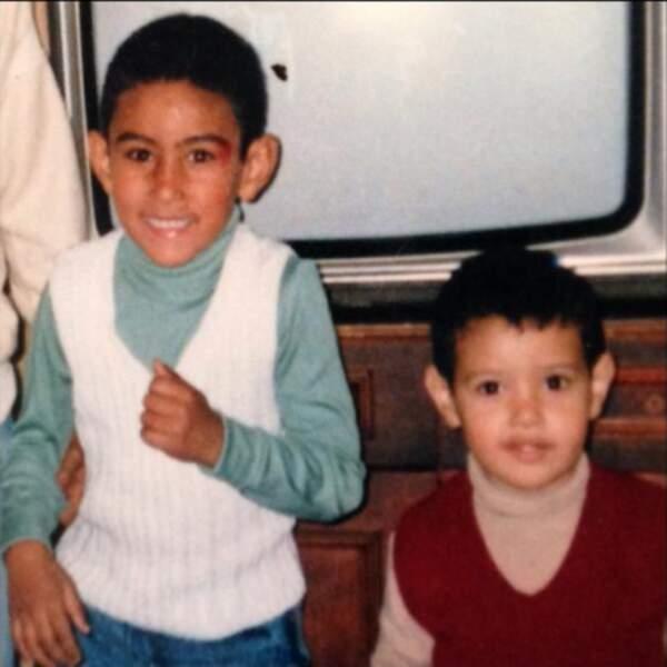 Chouette pull et belles oreilles ! (à gauche)