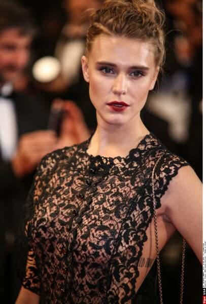 L'actrice Gaia Weiss (Vikings) en beauté pour découvrir le film