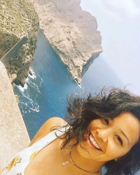Avant de redevenir Jane the Virgin, Gina Rodriguez se détend à Majorque...