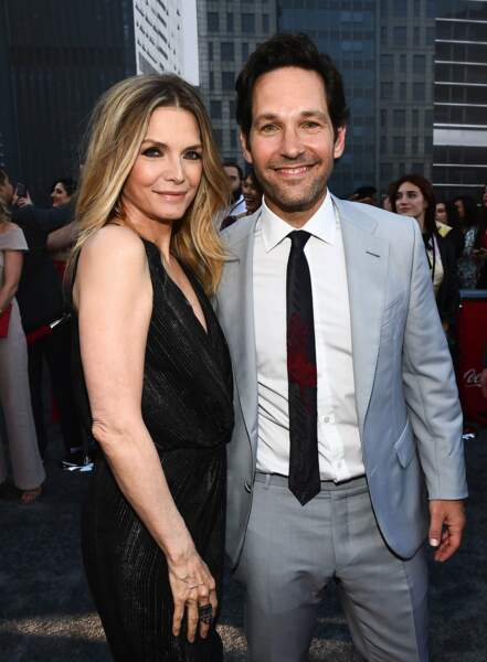 Paul Rudd, qui incarne le héros Ant-Man a posé avec  Michelle Pfeiffer, nouvelle actrice à rejoindre cette suite