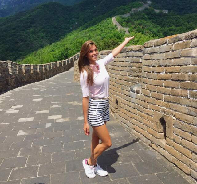 Et Iris Mittenaere visitait la Grande Muraille de Chine...
