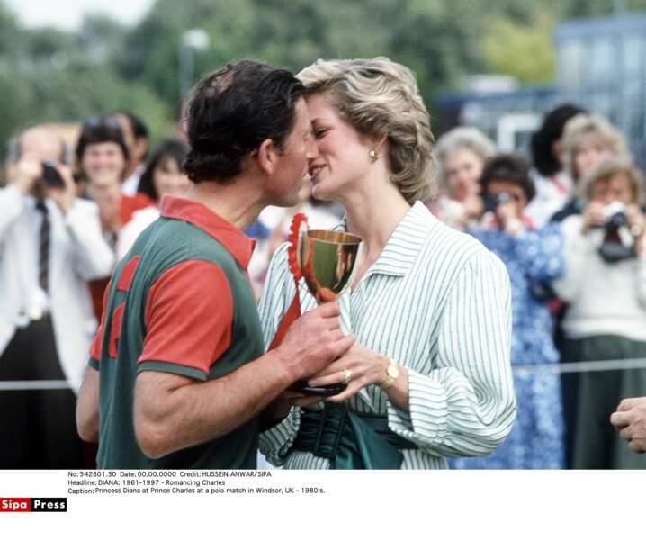 Charles, champion de polo, est récompensé par sa jolie princesse