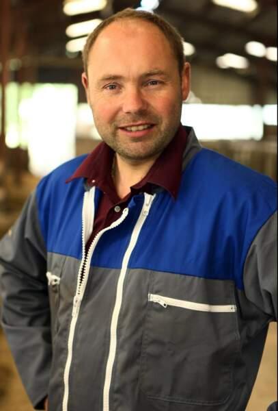Damien, 36 ans, est éleveur de vaches laitières et allaitantes.